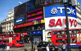 picadilly circus by Ruth bruin